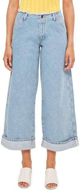 TOPSHOP Boutique Frayed Waist Super Wide Leg Jeans  Best Jeans for Women of All Sizes and Styles 2018   There are very few things more personal than a pair of jeans for a woman. But one's idea of the perfect jeans length, wash or cut often varies from one lady to another.   This is why we have decided to pull out some of the coolest jeans for women from the high waisted to the cropped and wide legged. Everything you could ever think of.  #womenfashion #femalejeans #womenjeans #jeans…