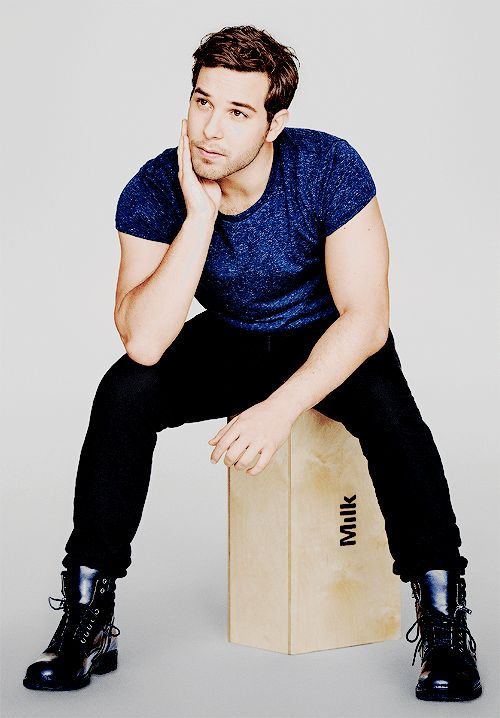possibly skylar astin as ross gellar (Ashkenazi Jewish, 28 y/o, dependant on kat dennings as monica)