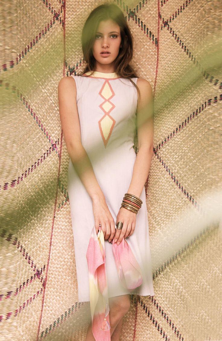 Dress TEISH - Scarf EKUSH Ikat - 100% Hand woven cotton from Bangladesh - Hand embroidery www.originesnomades.com