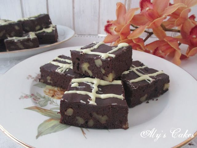 Aly's Cakes: BROWNIE DE CHOCOLATE Y ALGARROBA CON NUECES (Sin g...
