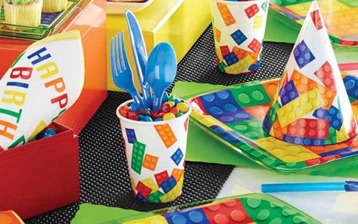 Blog: 10 DIY tips voor een LEGO feestje.  Dus jouw zoon wil een LEGO feest voor zijn verjaardag? Ben je een handige mama of papa dan kun je zelf aan de slag om een mooi feestje geïnspireerd door Lego blokken en mannetjes te bouwen. Wij hebben hier 10 doe-het-zelf ideeën voor een kinderfeestje met Lego als thema.