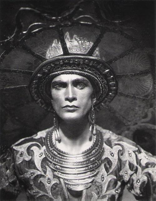 Conrad Veidt, in the 1921 film Das Indische Grabmal
