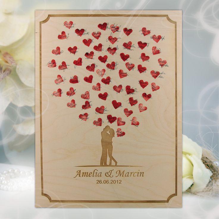 Personalizowana księga gości z formie dużego drewnianego obrazu, który można powiesić na ścianie i wspominać dzień ślubu każdego dnia.