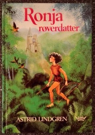 Lindgren, Astrid: Ronja Røverdatter - Stor skrift for små lesere. Illustrert av Ilon Wikland. Utgitt av Damm 1985