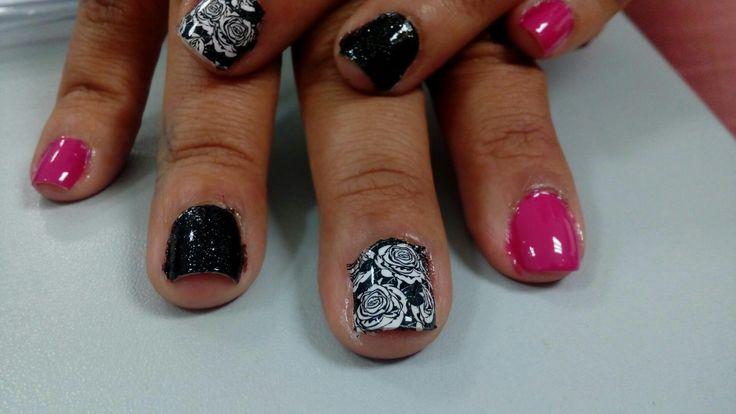 Uñas rosado con negro