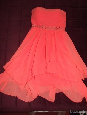 Krásne šaty bez ramienok