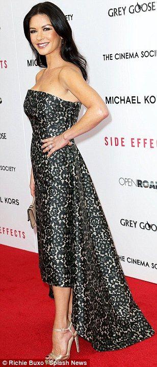 Catherine Zeta-Jones deliziosa a NY per nuovo film » Gossippando.it | Gossippando.it