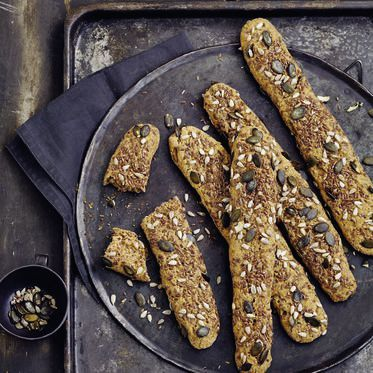 Mehrkornstangerl mit Körner-Topping Rezept | Küchengötter