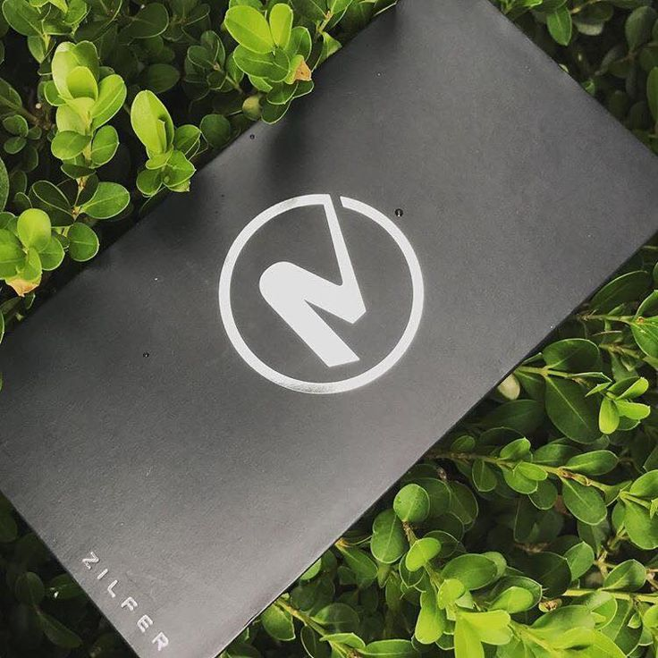 Where your two worlds meet - everyday life and the active outdoors. Zilfer 'active-proof' phone wallet