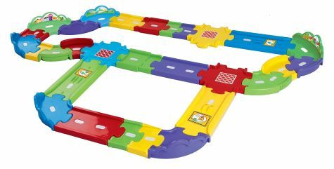 Das Tut Tut Baby Flitzer Straßen-Erweiterungsset groß besteht aus 30 beliebig zusammenbaubaren Teilen, die als Straße für die Tut Tut Baby Flitzer verwendet werden können.