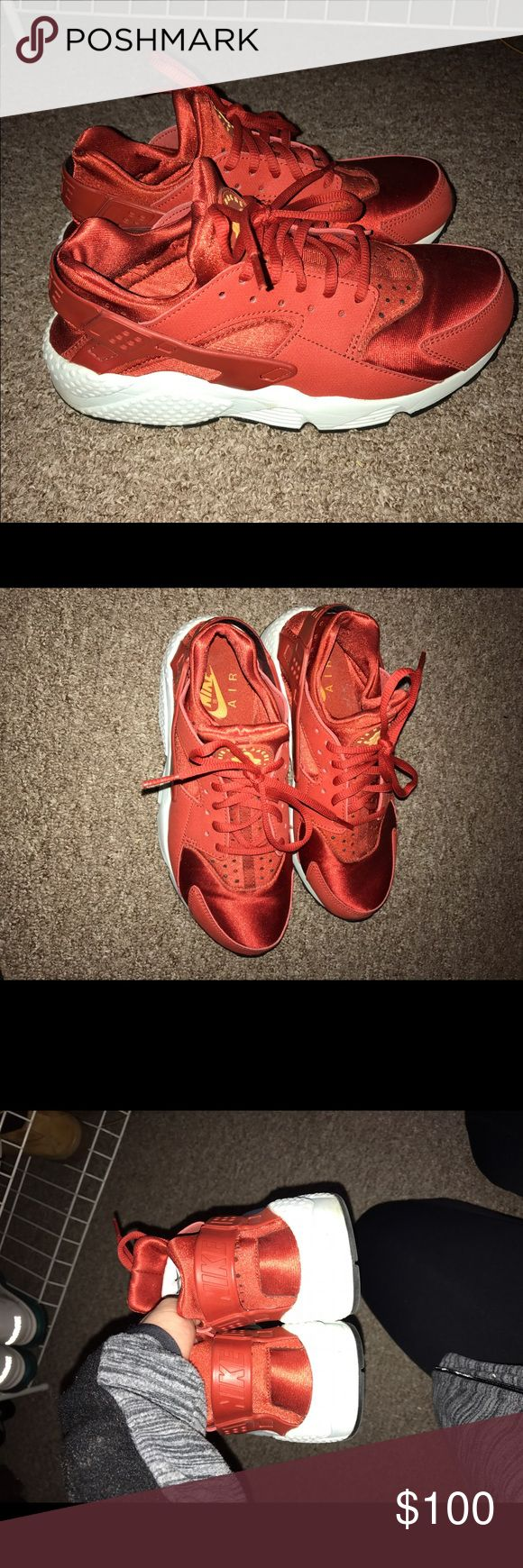4db859228d88e Women s Nike Huaraches Red Size 8.5 ...