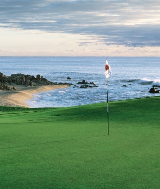 Treat Dad to an epic round in Los Cabos, Mexico.