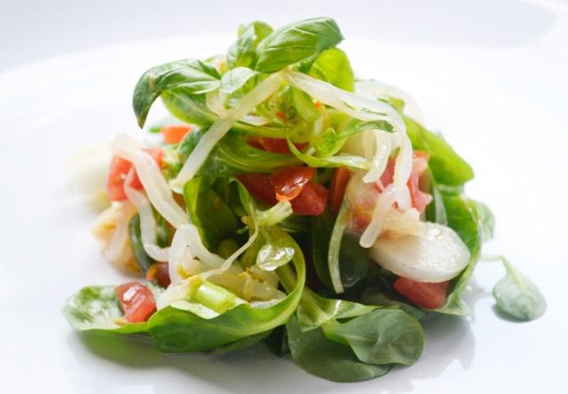 Gesund und voller Vitamine präsentiert sich dieses köstliche #Rezept für Vogerlsalat mit Sojasprossen. Wirklich ein toller Geschmack.