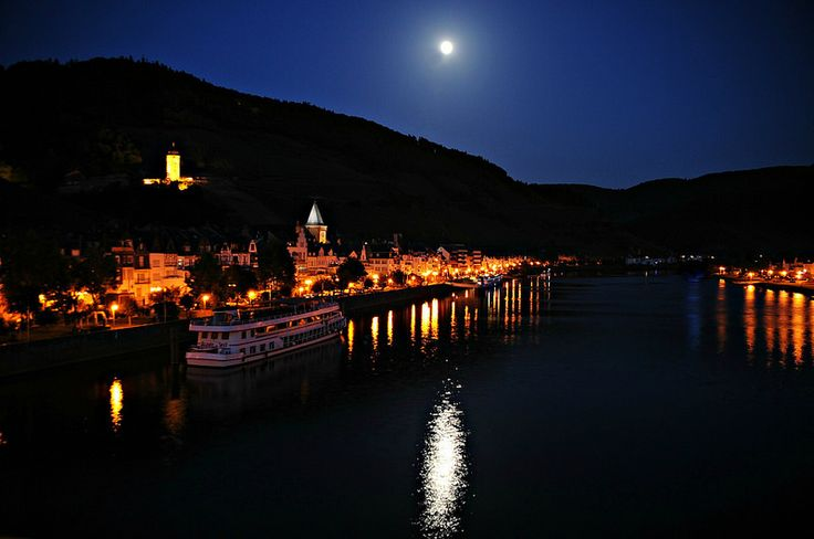 Moon over Zell (Mosel)