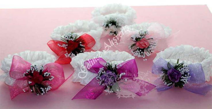 http://www.gelincealisveris.com/?B=Arama&Arama=nedime++bilekli%C4%9Fi nedime bilekliği, fiyonklu nedime bilekliği, çiçekli nedime bilekliği, renkli nedime bileklikleri, kına gecesi  malzemeleri, kına gecesi aksesuarları, düğüne hazırlık, Fiyonklu Nedime Bilekliği