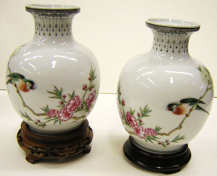 Beautiful Asian Vases for Exotic Asian Decor - http://bedf.gallerish.com/beautiful-asian-vases-for-exotic-asian-decor/ : #Vases A modern vase can become an Asian vases style ancient technique lacquered with tar. With this procedure, you can restore vases or make simple pieces of turned ceramic have an exotic and decorative. If you like Asian-style decor, do not miss this technique yourself. You can make ceramics or...