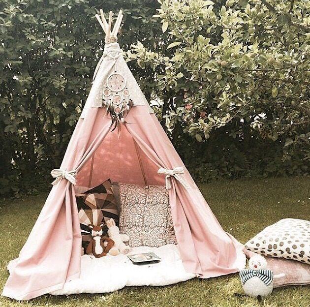 Cabana para acampar de vara de madeiras