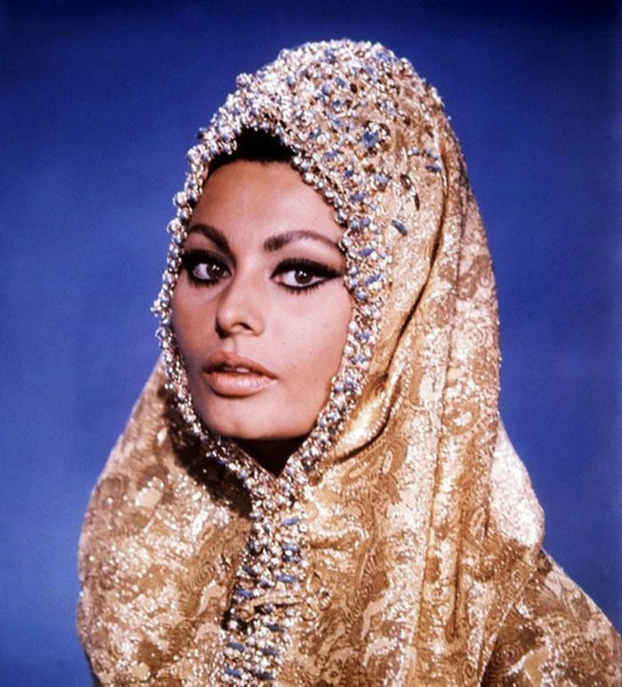 "Sophia Loren en una foto publicitaria para ""Arabesco"", 1966"