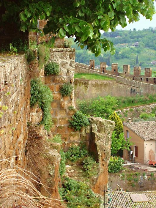 Orvieto, Umbria - Italy Looks like a place for lovers...it's a must see for mee!!!!I