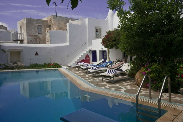 Holiday villa rental in Paros. Traditional pool villa in Naousa in Paros island. - 400 sqm GARDEN & PRIVATE SWIMMING POOL The villa...