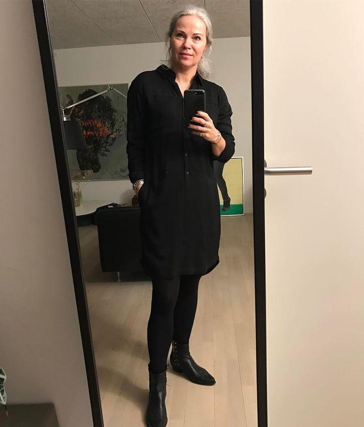 Og så afsted på job ✌🏼 #workwork#blackswandaily #blackswanfashiondk #lækresteskjortekjole#ss17#nofilter Black Swan Fashion SS17 Jinx shirt dress