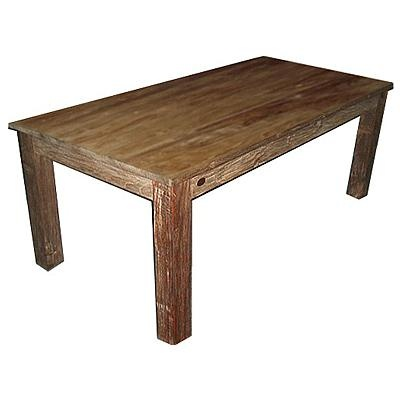 A další varianta masivního stolu