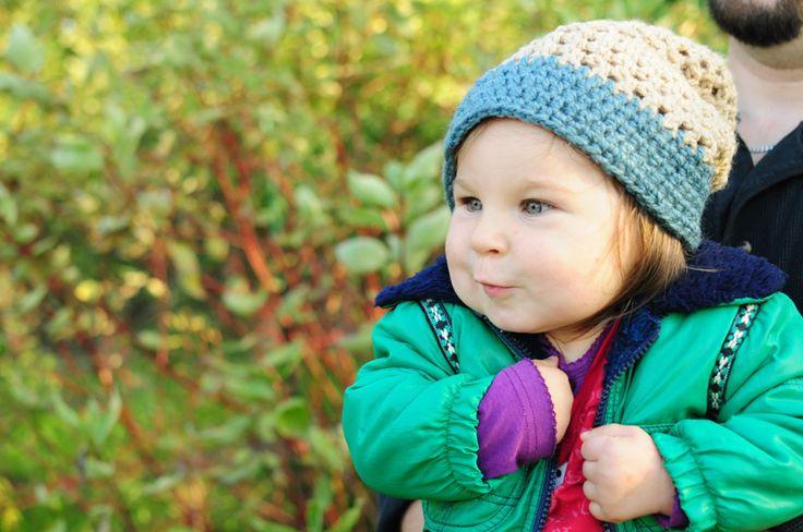 Czapka dziecięca zrobiona na szydełku. Crochet baby hat