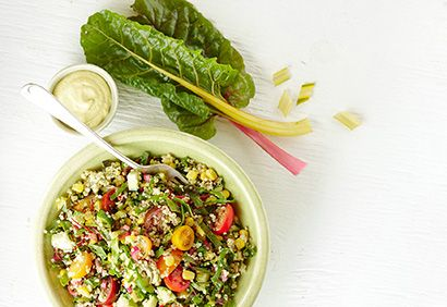 Salade de quinoa à la bette à carde, vinaigrette crémeuse au cari
