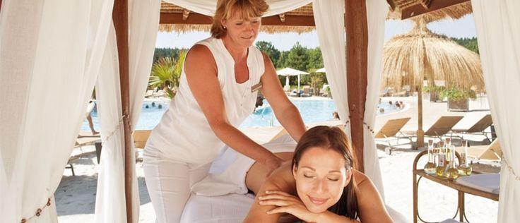 Entspannen Sie bei einer herrlichen Massage in unserer Karibik Lagune!   http://www.therme-geinberg.at/de/world-of-wellness/karibik