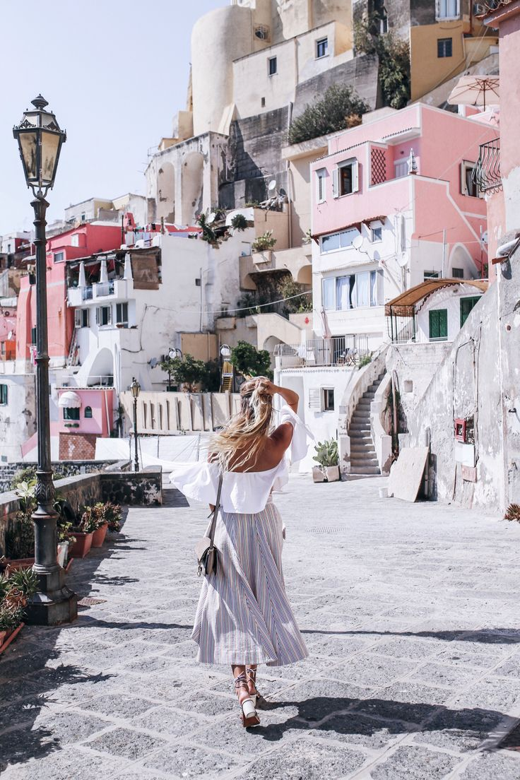 Procida dreaming: http://www.ohhcouture.com/2016/08/procida-dreaming-procdida-italy/ | Chloé sandals, small Faye bag #ohhcouture #leoniehanne