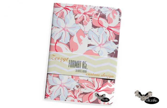 Zeszyt z różowymi hawajskimi kwiatami firmy Sloshe