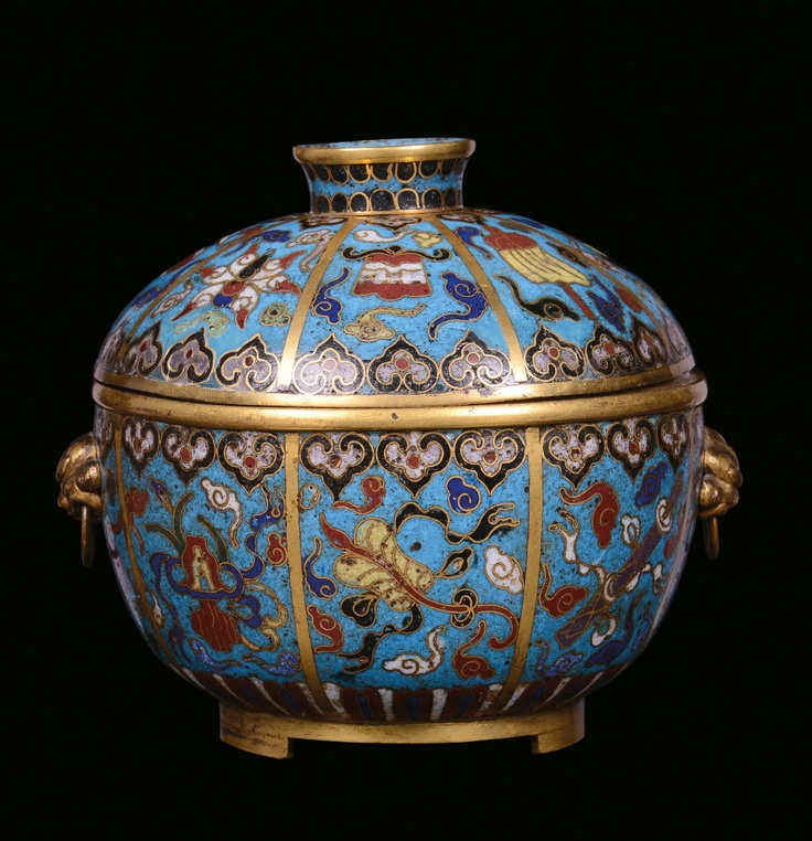 A SMALL TUREEN WITH CLOISONNÉ COVER, CHINA, QING DYNASTY, QIANLONG PERIOD (1736-1795)