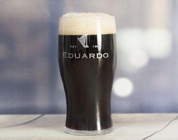 Pinta de cerveza estilo Guinness personalizada con tu nombre