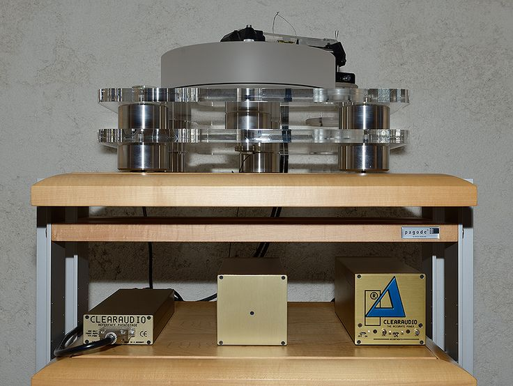 Clearaudio Champion Reference + Clearaudio TQI MK 2000 linear tracking tonearm + Clearaudio Victory H MC cartridge. Clearaudio Accurate Power Generator + Clearaudio Reference Phono Stage.
