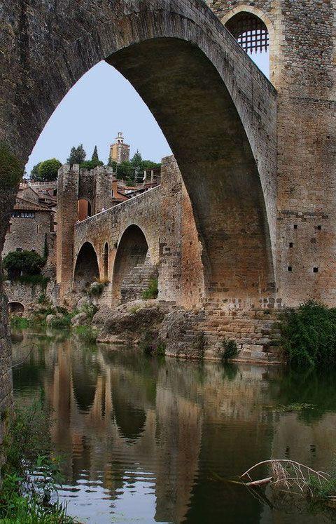 Город Бесалу. Испания.