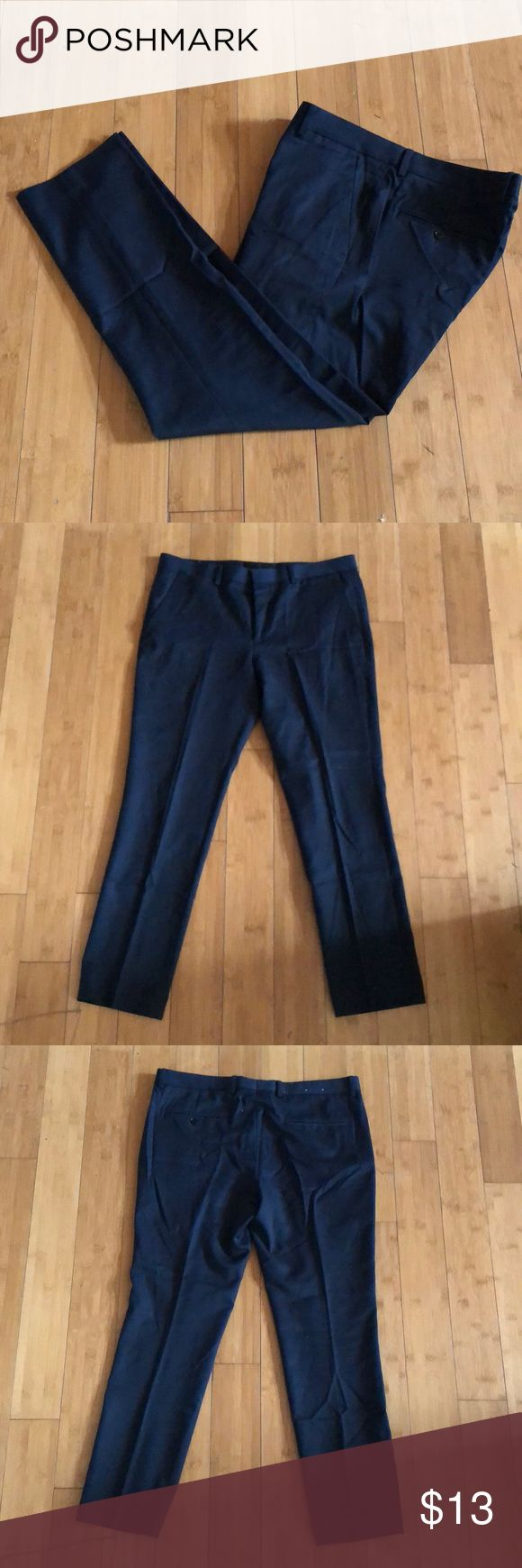 Express Navy Blue Dress Pants Innovator Cut 32/30 This item has been lightly used and is in excellent condition. The size is 32/30 in the Innovator Cut from Express. The pants are pleated. Express Pants Dress