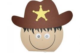 traktatiebakje cowboy,vullen met iets lekkers en uitdelen maar..