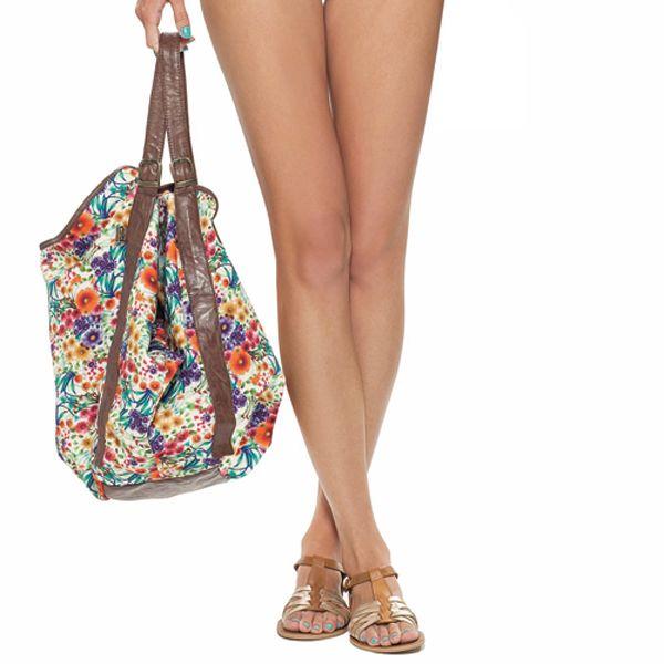 Te acompañamos a donde vayas, con nuestro hermoso #bolso estampado en flores. #estivo #bag