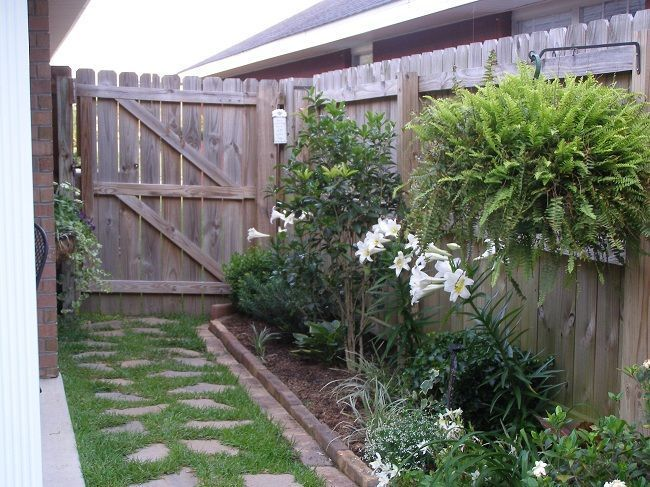 Tips from a green thumb a side yard the long narrow for Narrow flower bed ideas