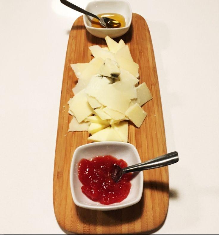¡Comienza una nueva semana! y esta semana en Candelaria se la dedicamos a los amantes del queso, que sois bastantes😋  ¿Estáis preparados?🧀