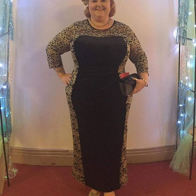 Feeling like a golden goddess in @scarlettandjo hair by @pin_up_curl shoes by @simplybeuk