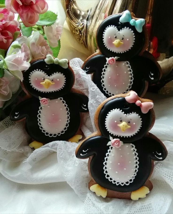 Pretty little penguin cookies by Teri Pringle Wood posted at Cookie Connection