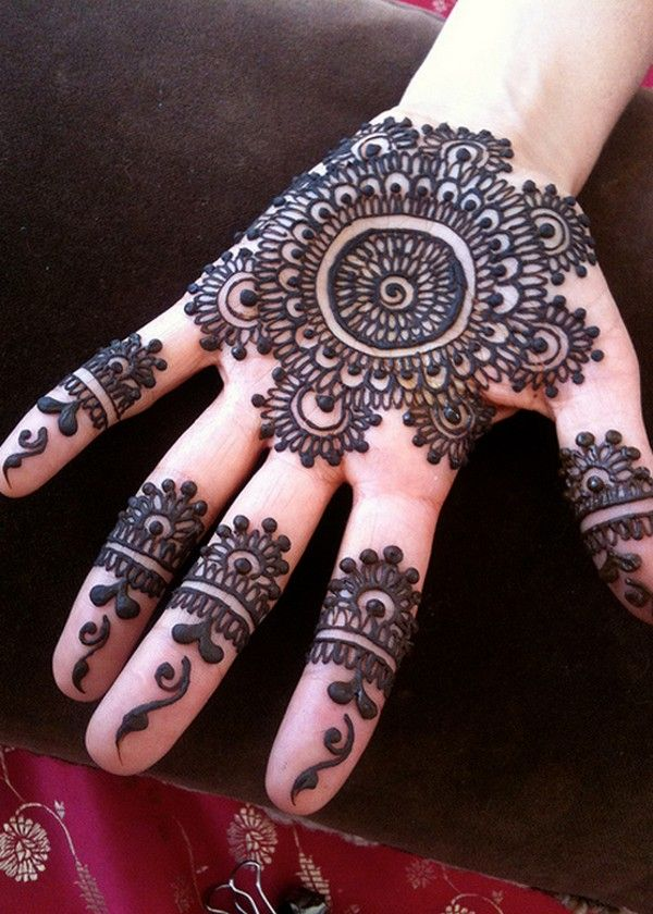 2016 Simple Circle Mehndi Designs for Girls