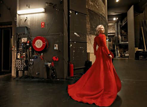 Cate Blanchett - Annie Leibovitz: Photographers, Cate Blanchett, Vanities Fair, Vanity Fair, Annieleibovitz, Annie Leibovitz, Red Coats, Fashion Women, Fairies Tales