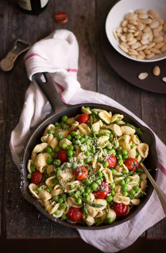 giroVegando in cucina: Orecchiette con piselli, asparagi e pomodorini al forno
