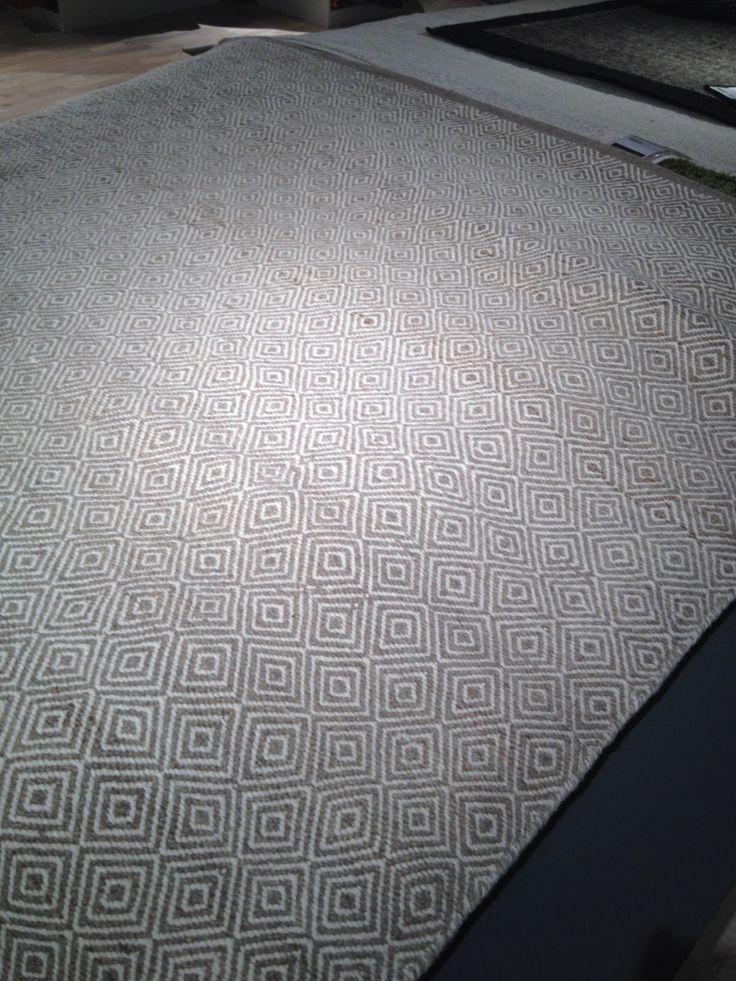 Matta Mio Gåsöga 170x230 2695 kr till övre vardagsrummet. (Beställningsvara)