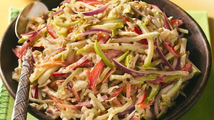 Una ensalada ideal para los vegetarianos. Con pocos ingredientes se hace en pocos minutos. Tú eliges el grado de picante. Ingredientes: 1 pequeña cabeza de repollo morado, desmenuzado (alrededor de 4 tazas) 1 cucharadita de sal ½ chile serrano, sin semillas y nervaduras, cortadas en cubitos (agregar el chile entero para una ensalada súper picante)…
