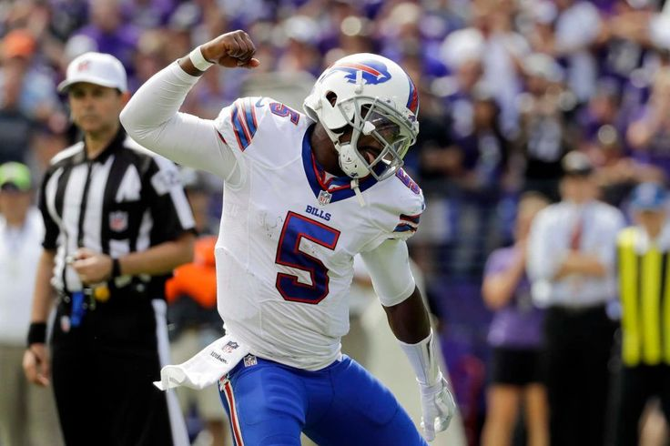 Buffalo Bills quarterback Tyrod Taylor (5) celebrates running back LeSean McCoy touchdown during the first half of an NFL football game against the Baltimore Raven in Baltimore, Sunday, Sept. 11, 2016.