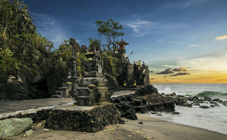 Photo Sunset at Pura Batu Bolong by Jeiksen Cornelius on 500px