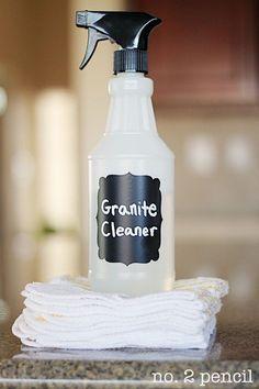 Limpiador casero para encimeras de granito: 1 ml de lavavajillas líquido  60 ml de alcohol de quemar  600 ml de agua, si es destilada mejor
